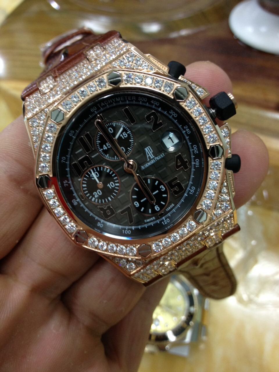 Noob Ap Full Diamond Watches Show Hot Spot On Replica