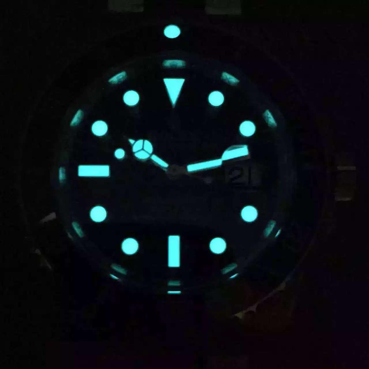 Blue Lume on 116610 LN Submariner