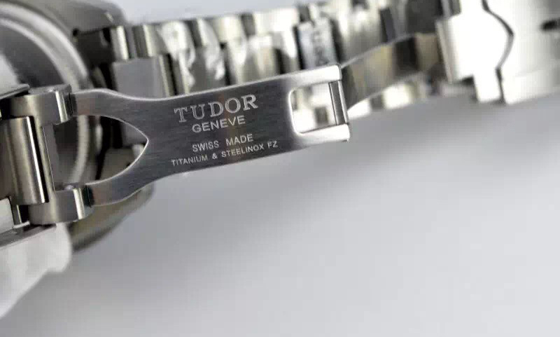 Tudor Engraving on Clasp