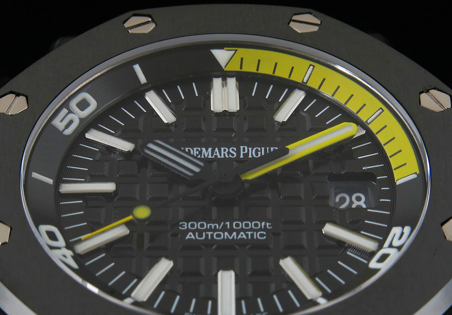 Yellow Diving Scales on Dial
