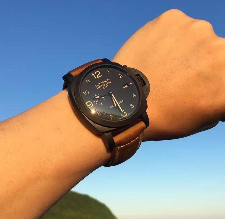 PAM 441 Ceramica Watch on Wrist