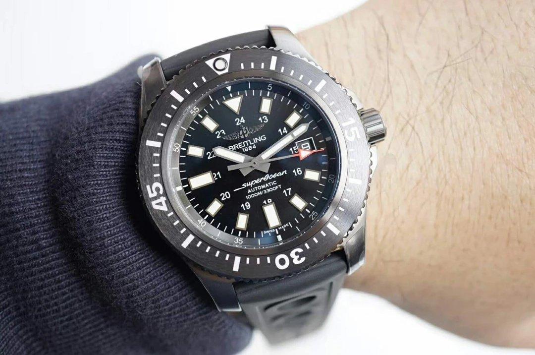 Replica Breitling Superocean 44 Wrist Shot