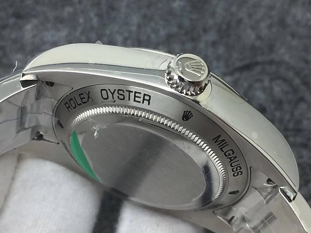Rolex 116400GV Crown Logo