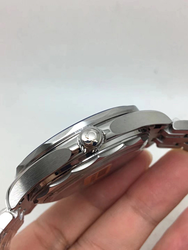 Omega Crown on Case